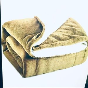 NWOT Throw Blanket Sherpa life style product